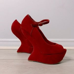 Unique Curved High Heels in Red / Size 6